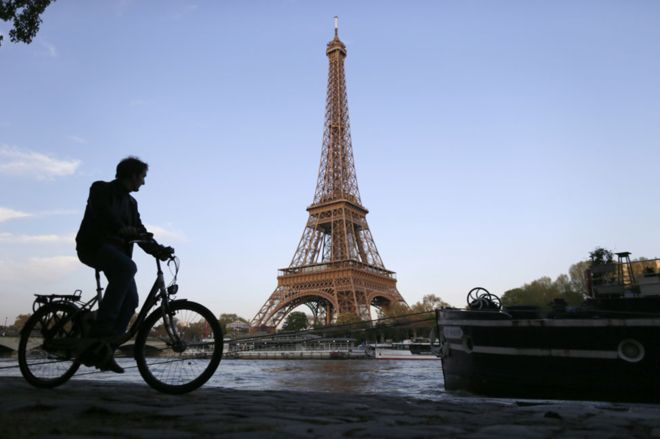 _89925705_cyclist_eiffel_getty976